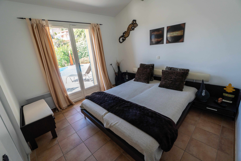 Schlafzimmer & Bäder – Villa Courage